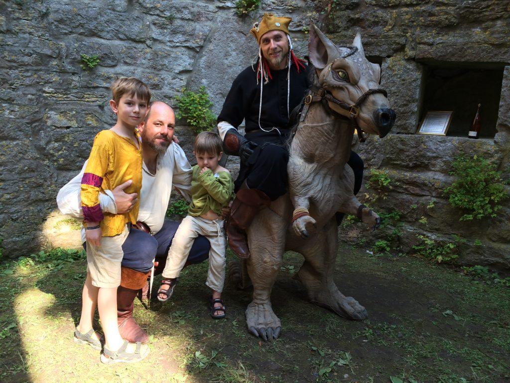 Barn, magiker och drake