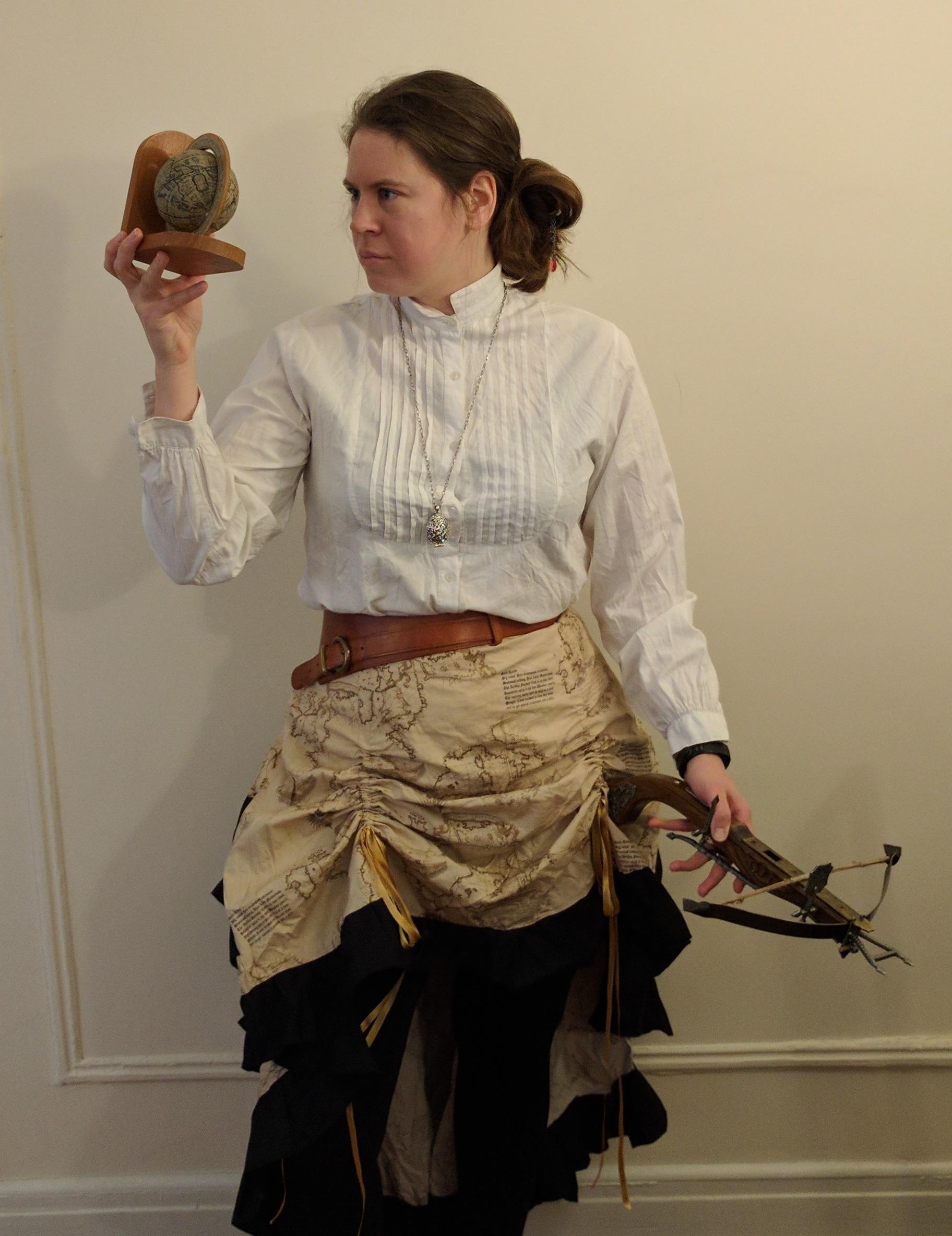 Bild av karaktären Kajsa - en kvinna med 1800-talskjol och armborst.